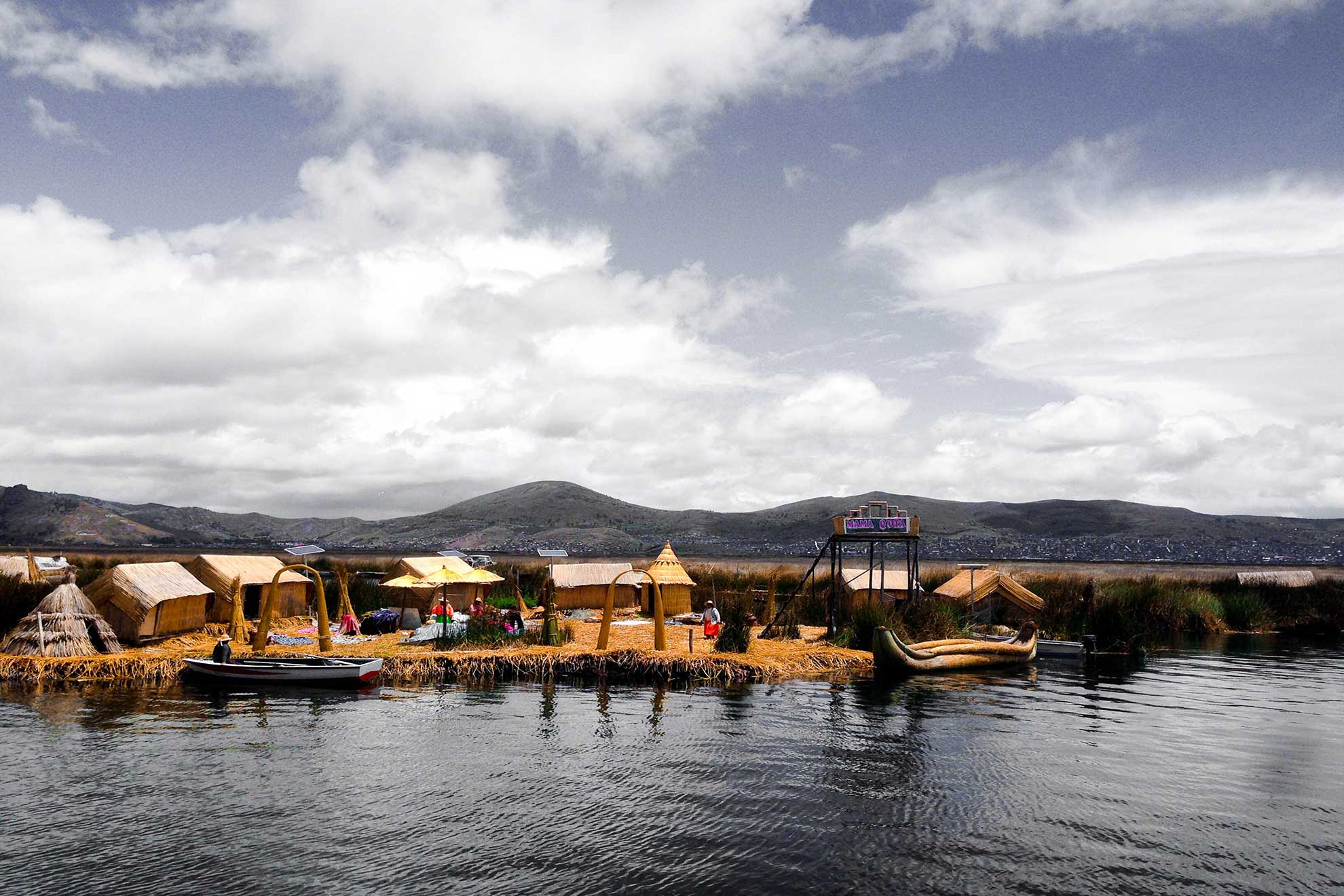 Islas de los Uros in Puno, Peru. Photo by Jerson Joseph Goicochea Romero on Unsplash