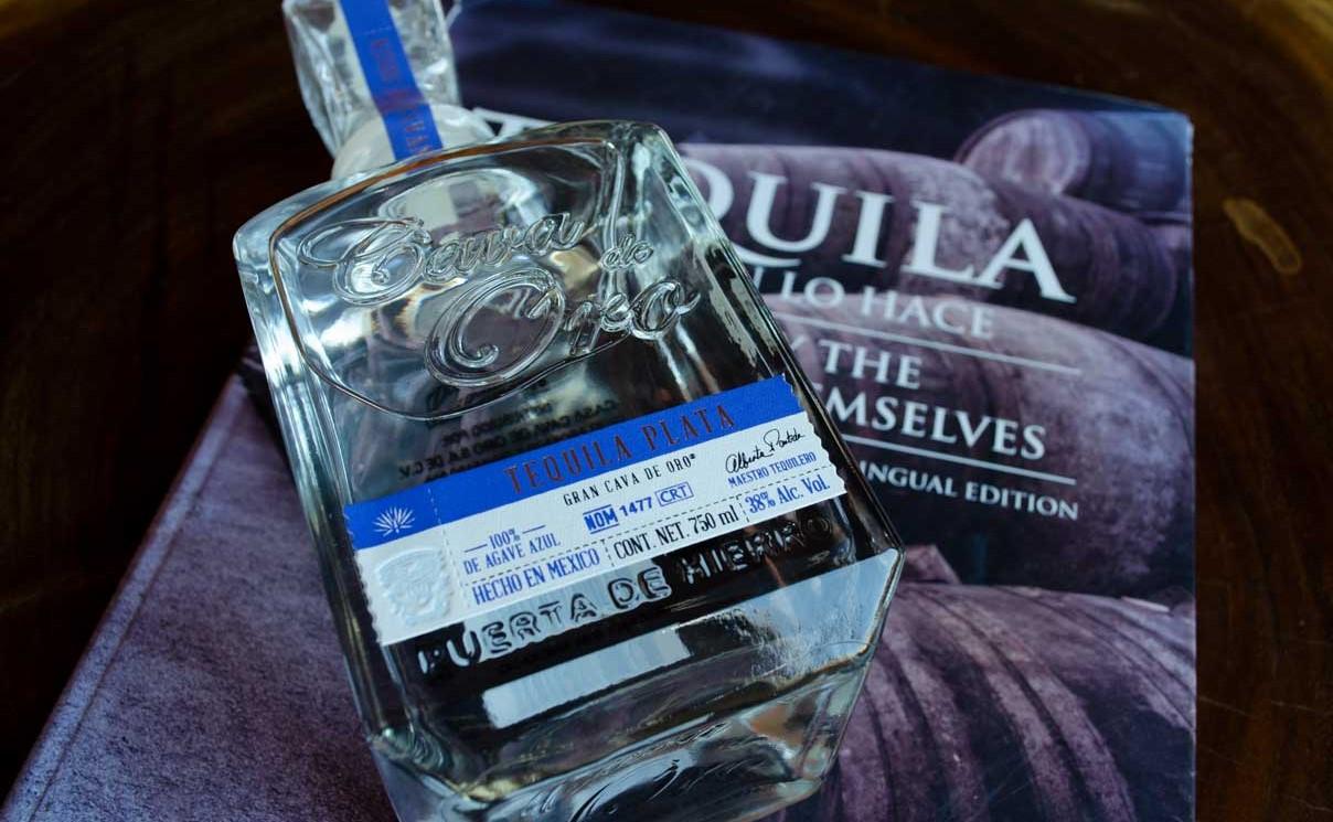Gran Cava De Oro Plata Tequila liegend