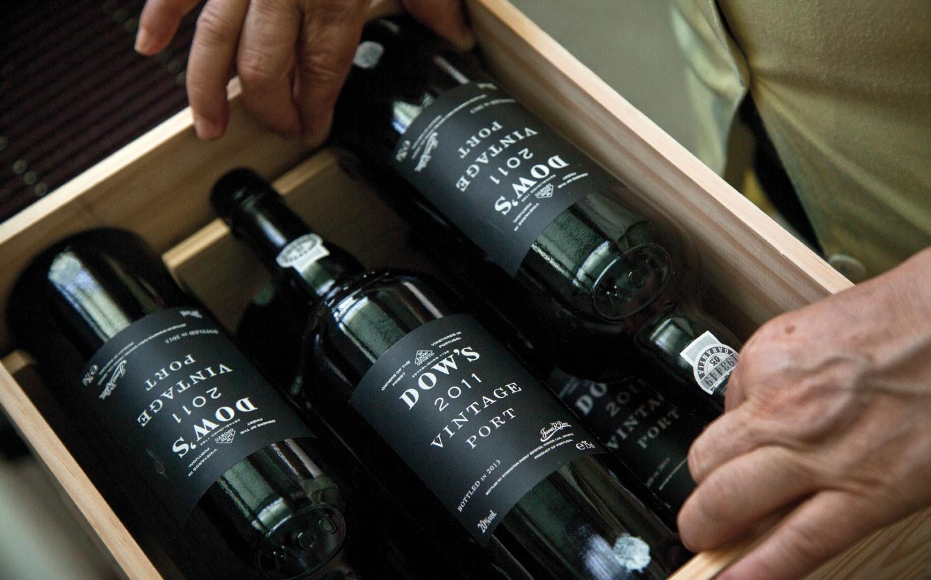 Dow's Portwein Flaschen in einer Kiste